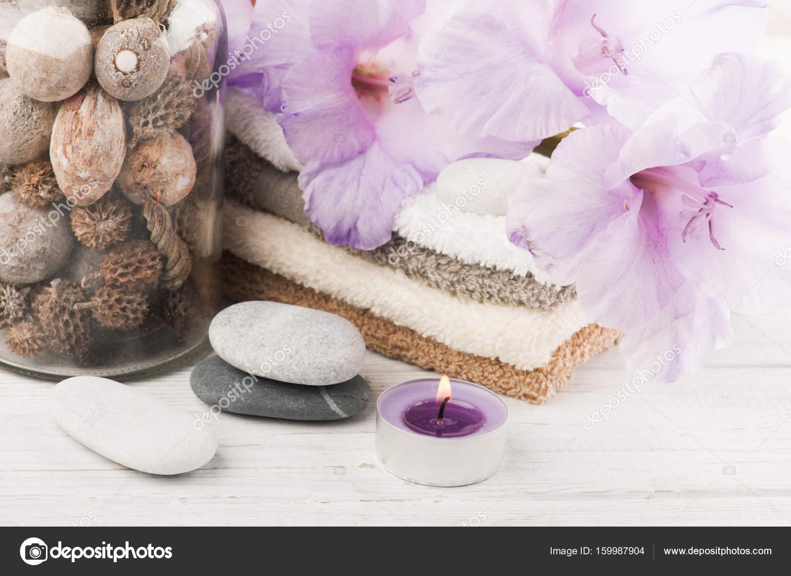 Set badkamer accessoire op houten achtergrond — Stockfoto ...