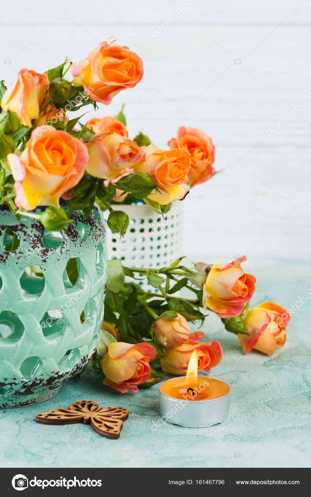 https://st3.depositphotos.com/3608211/16146/i/1600/depositphotos_161467796-stockafbeelding-fris-oranje-rozen-bloemen-in.jpg