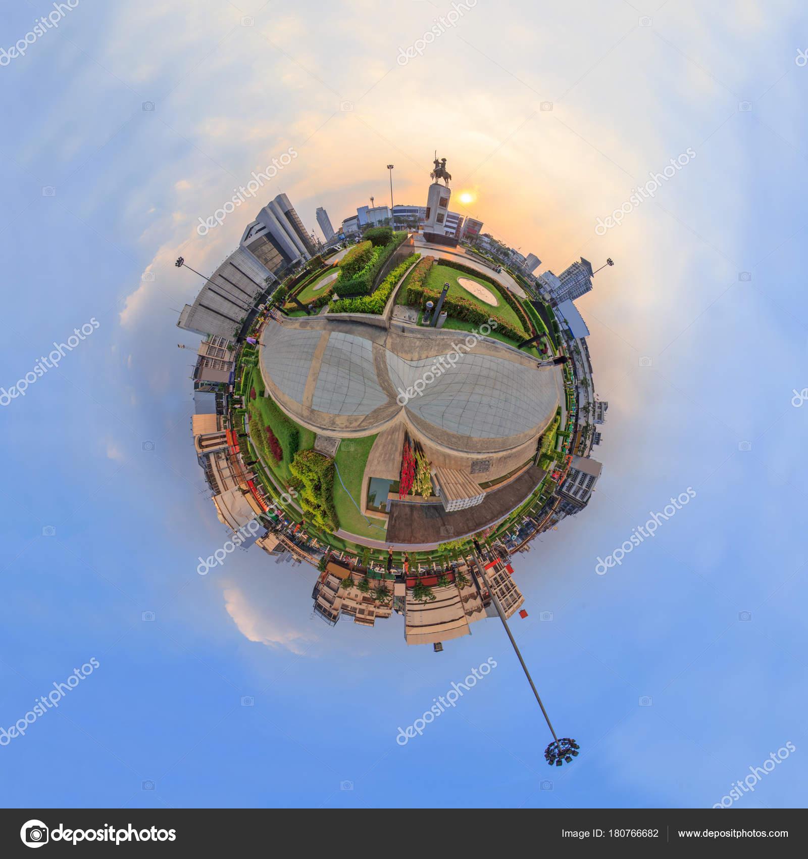 360 Degree King Taksin Statue Wongwainyai Circle Sunset Time Stock Photo