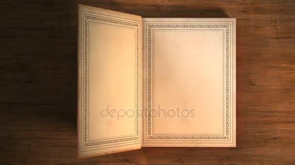 Bőrrel borított könyv a díszeket feküdt az asztalon. Megnyitása a lapozható könyv. Magában foglalja a társ-átmenet.