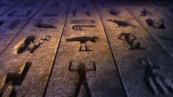 CG záběry, které představuje Staré egyptské hieroglyfy na skalní stěnu. Loopable