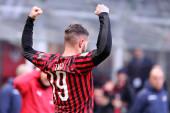 Milano, Olaszország. 2020. január 19. Olasz Serie A. Ac Milan kontra Udinese Calcio. TTheo Hernandez az Ac Milan ünnepelni, miután szerzett egy gólt.