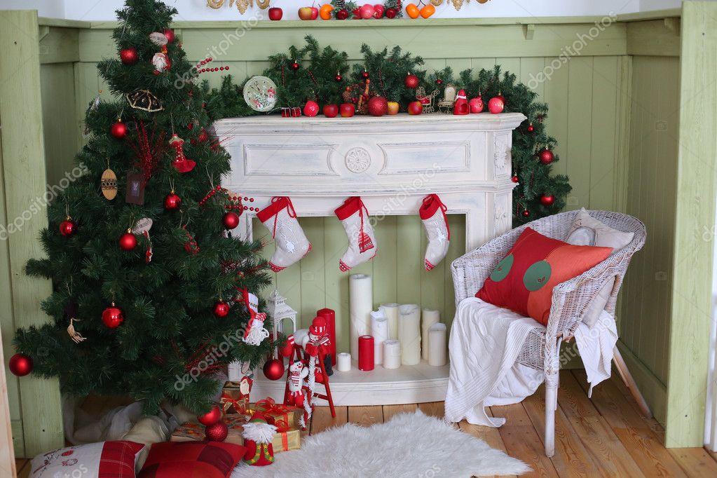 Kerstboom op kamer xmas home nacht interieur u stockfoto