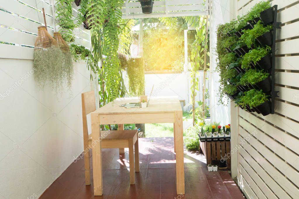 Ufficio In Giardino : Posto dell ufficio a casa ufficio naturale il giardino dell