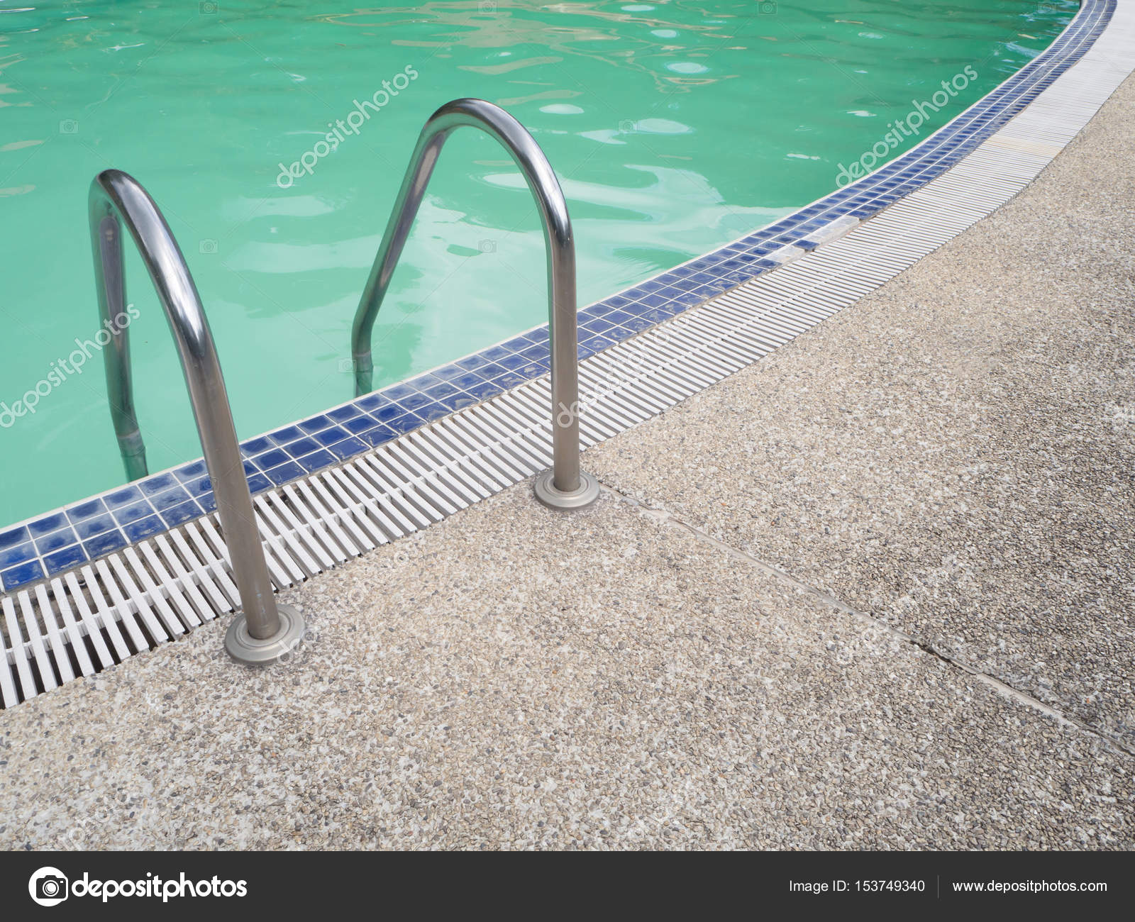Pool ladder step with swimming pool in the morning. — Stock ...