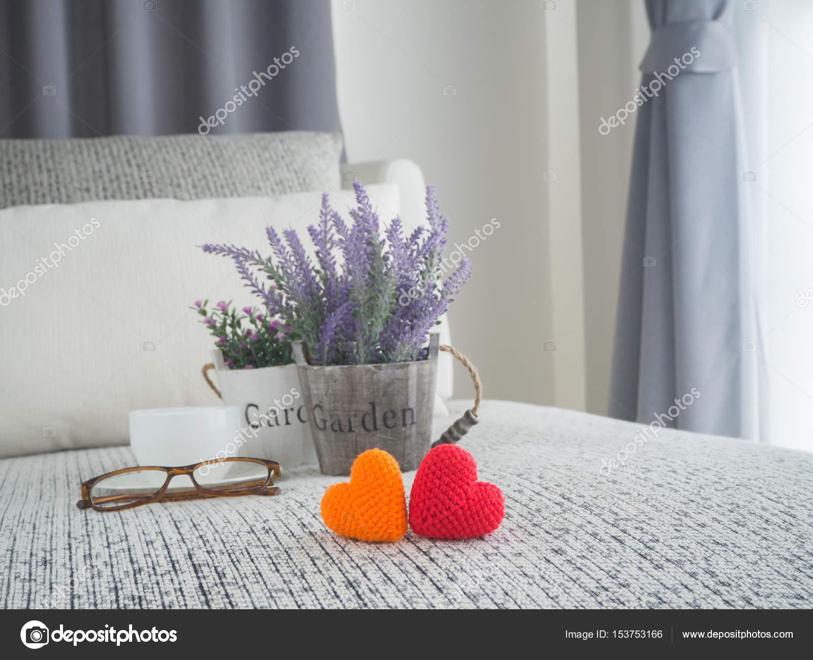 Letto con forma di cuore di coppia Iscriviti, fiore di ...