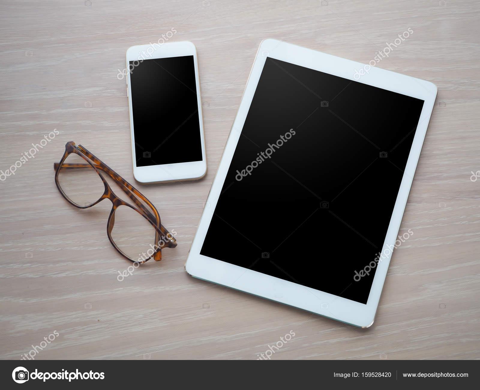Table de bureau bois avec écran blanc pour texte sur tablette ph