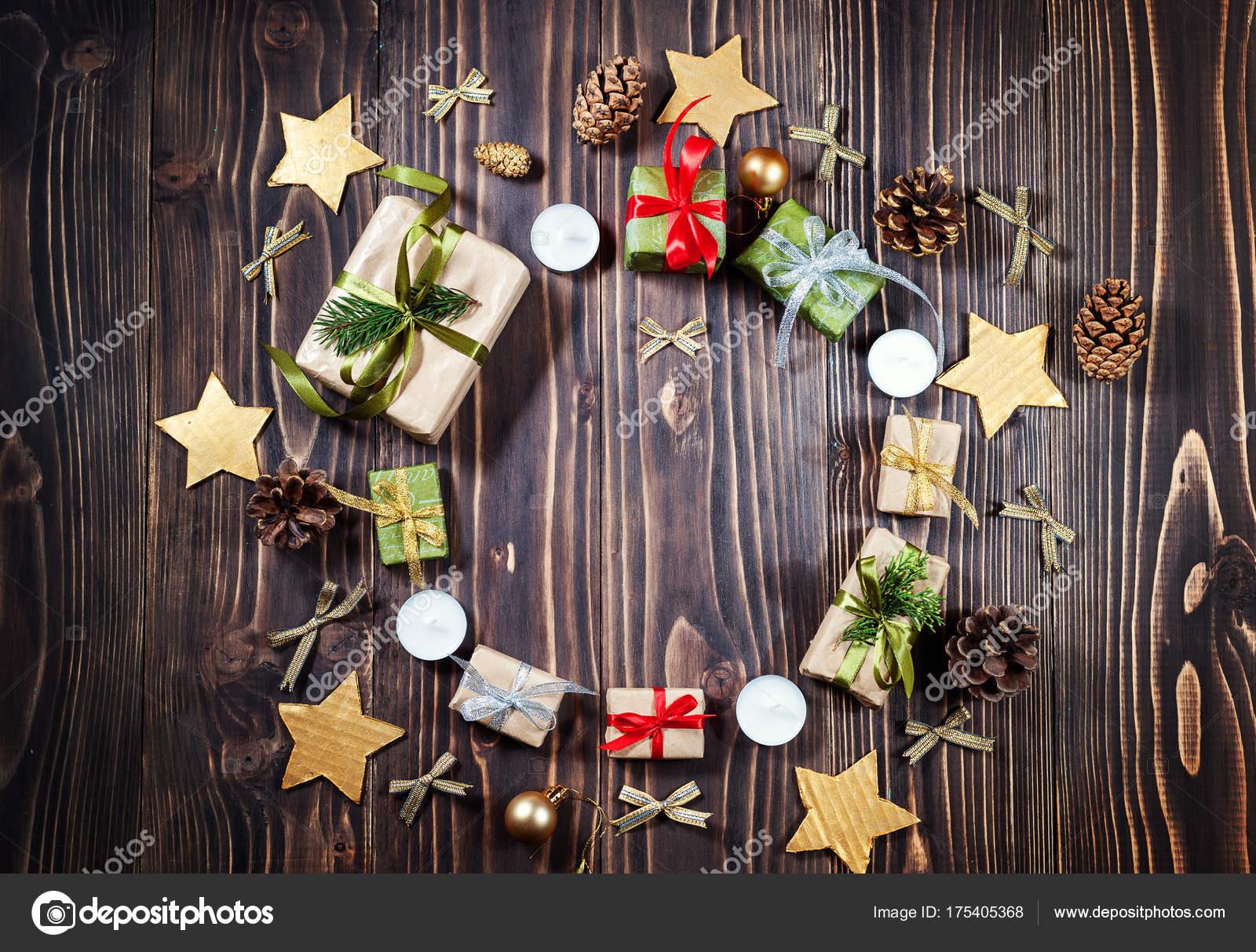 Runde Rahmen Weihnachten Handwerk Geschenkbox auf dunklem ...