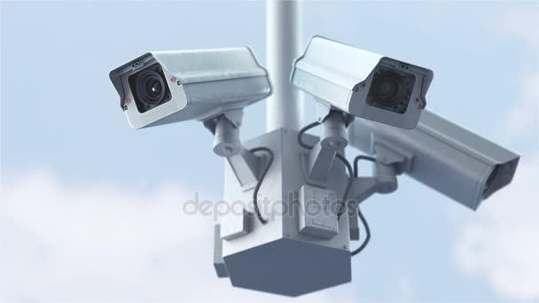 Bezpečnostní kamery proti modré obloze v rozlišení 4k