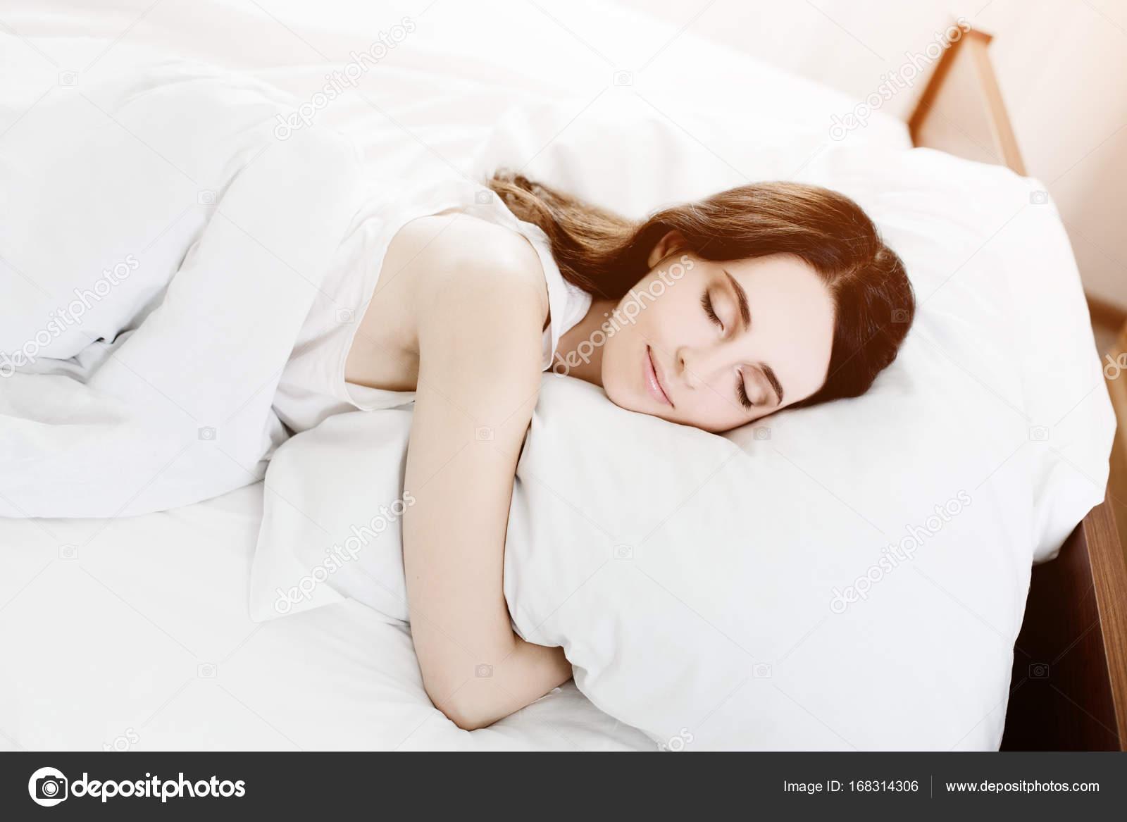 Schöne Junge Kaukasische Mädchen Im Bett Schlafen Leichte Lifestyle