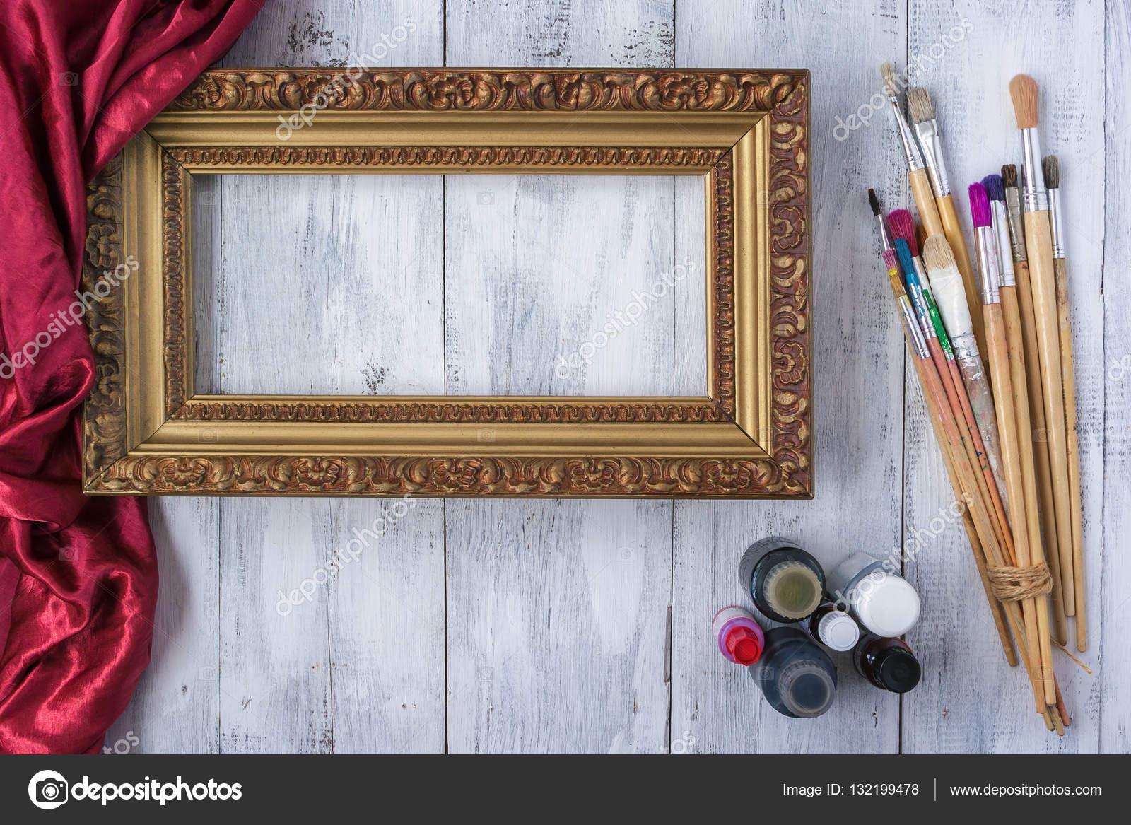 Rahmung Rahmen mit Pinsel und Farbe — Stockfoto © SergeKa #132199478