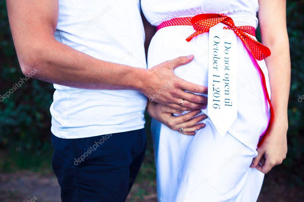 Кино, открытка муж и беременная жена