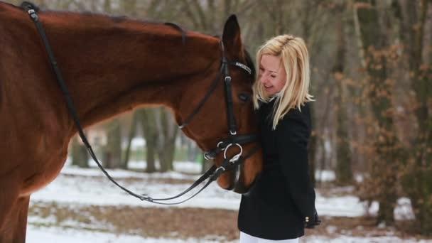 lány és a ló, a parkban