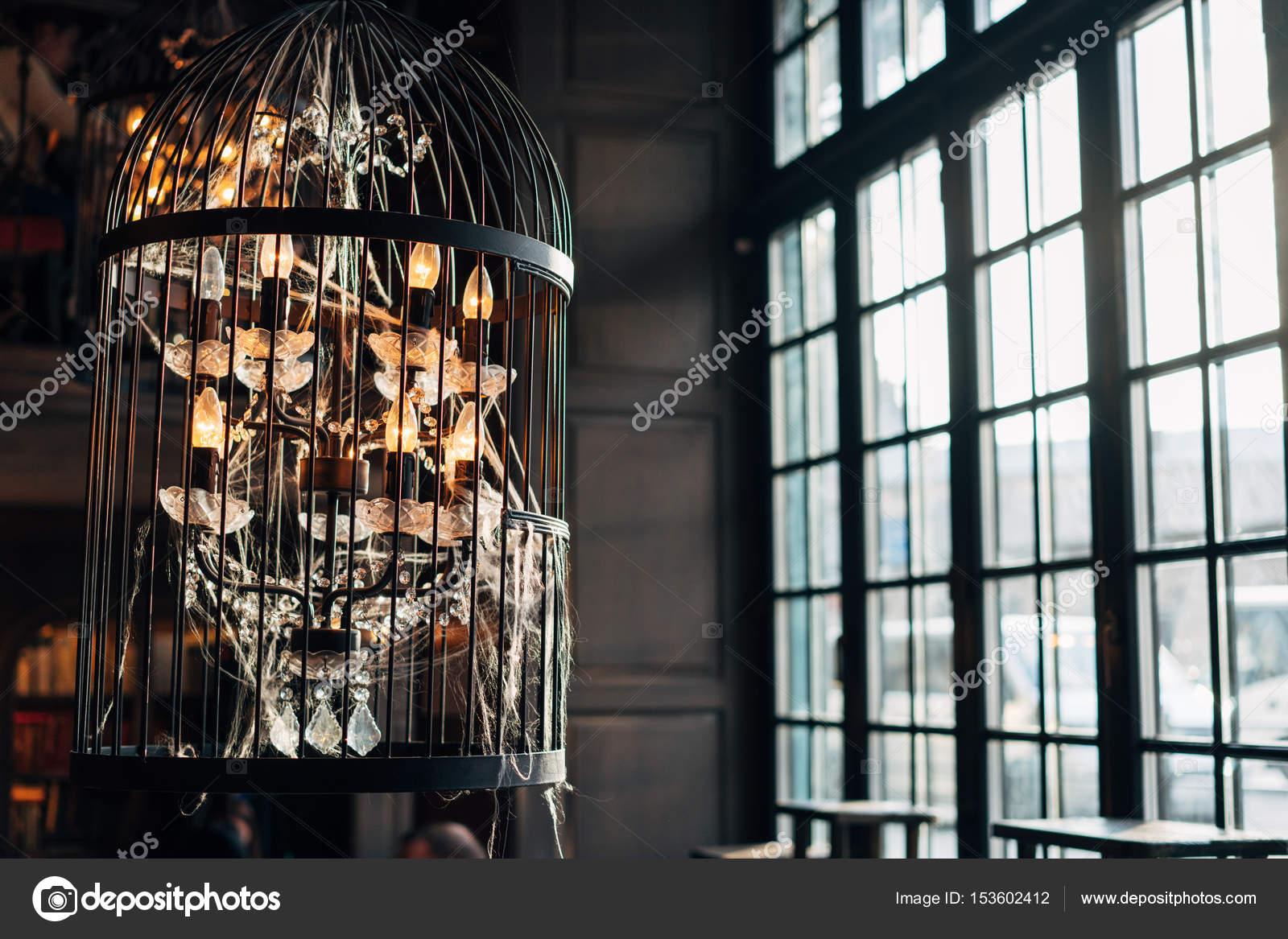 Kronleuchter Alt ~ Alte kronleuchter mit spinnweben u2014 stockfoto © simbiothy #153602412