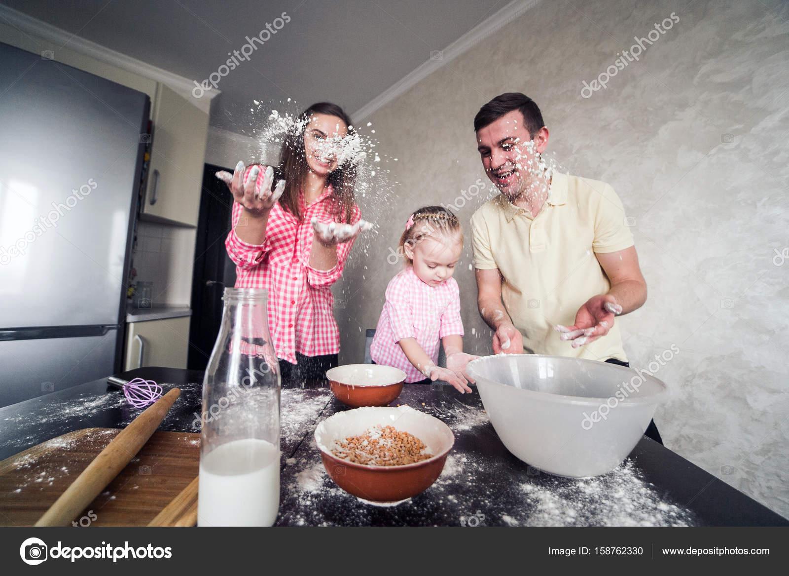 Папа Дочурку На Кухне