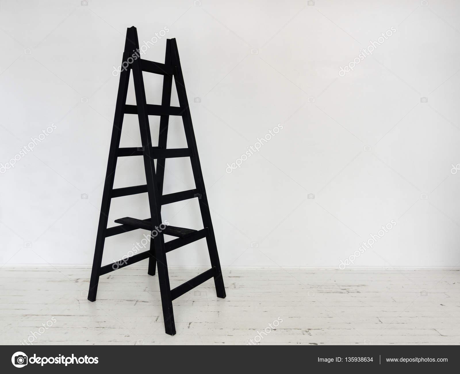 Sgabello in legno nero interno u2014 foto stock © picturestore #135938634