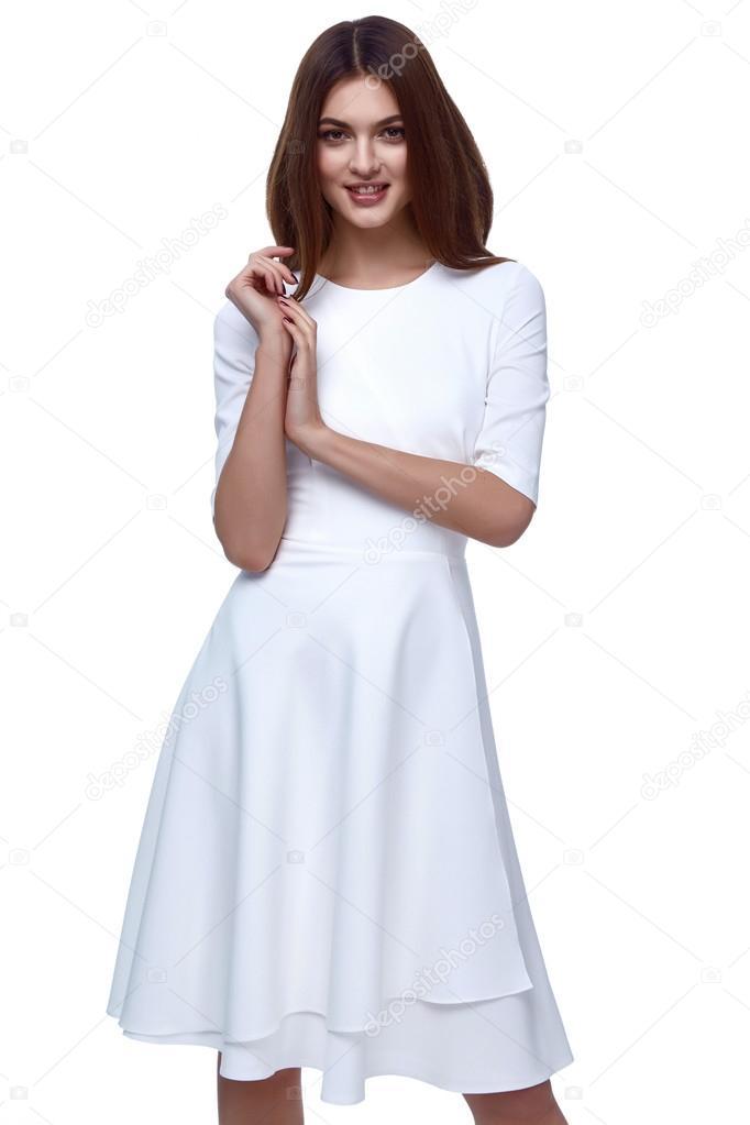d73c42fbd4dc Donna in abito corto bianco moda Catalogo Abbigliamento bellezza carina  viso estate primavera collezione stile glamour modello sposa damigella  d onore data ...
