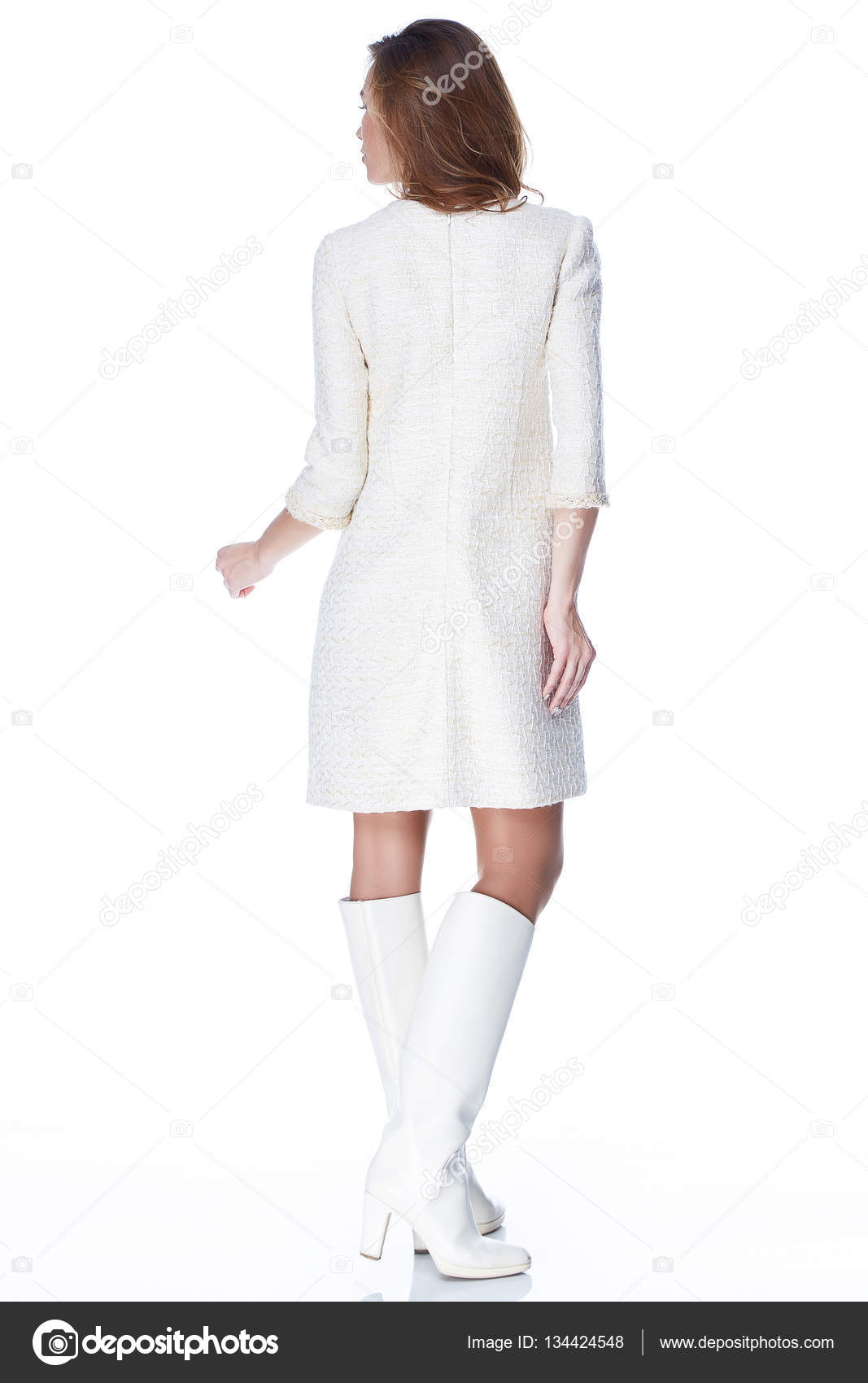 e45fd5b599b3 Donna in abito corto bianco moda Catalogo Abbigliamento bellezza faccino  Primavera Collezione sposa damigella d onore data passione modalità vogue  sposa ...