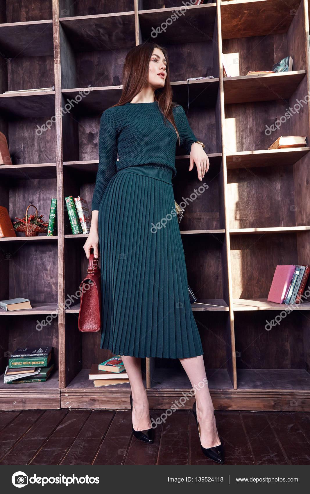 Mode Modell Schönheit sexy Frau tragen grüne Kleid Wolle Zubehör ...