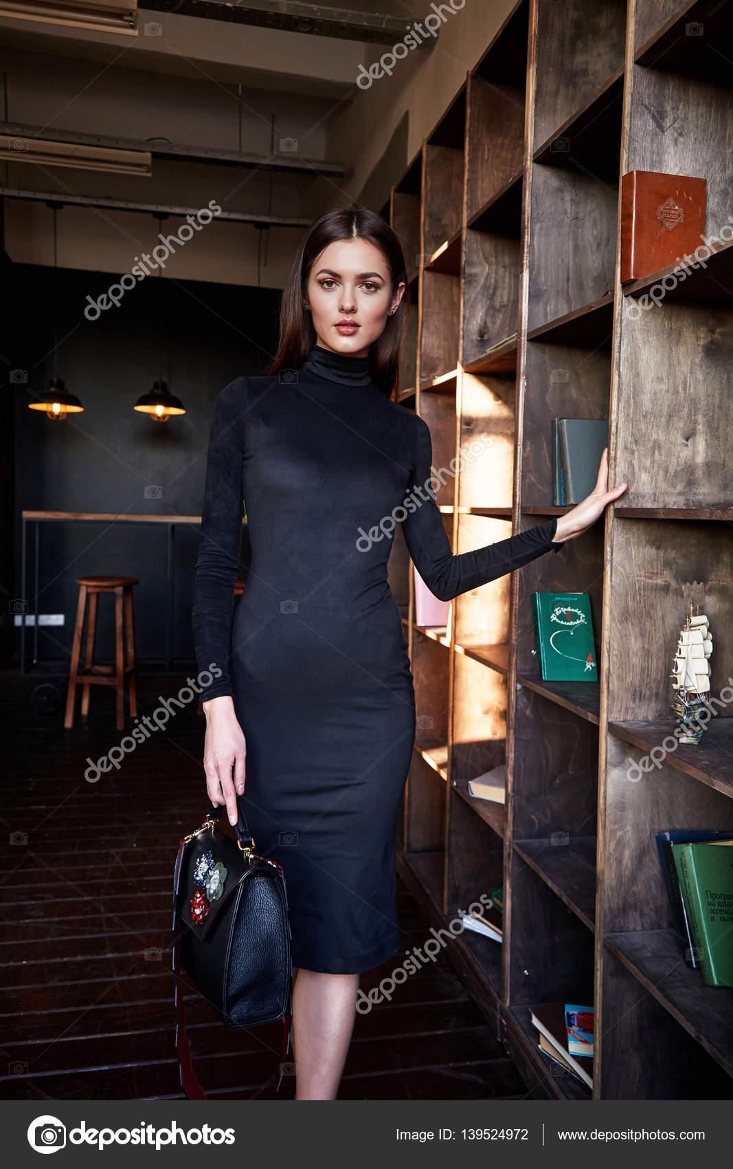 Frau tragen Mode dünn kleiden schöne Modell Zubehörbeutel ...