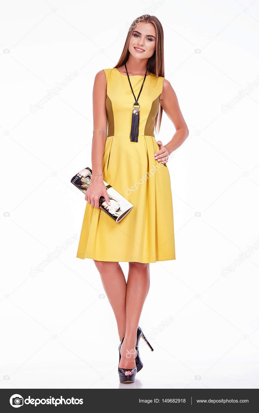 b4f702bf617f7 Belle femme sexy joli visage maquillage wear fashion style tissu ...