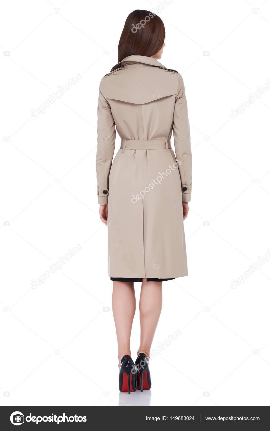 e6dfba000c31 Красивая сексуальная женщина мода одежда коллекции Каталог повседневный  стиль одежда хлопок шелковые траншею осенью бизнес леди белый фон брюнетка  волосы ...