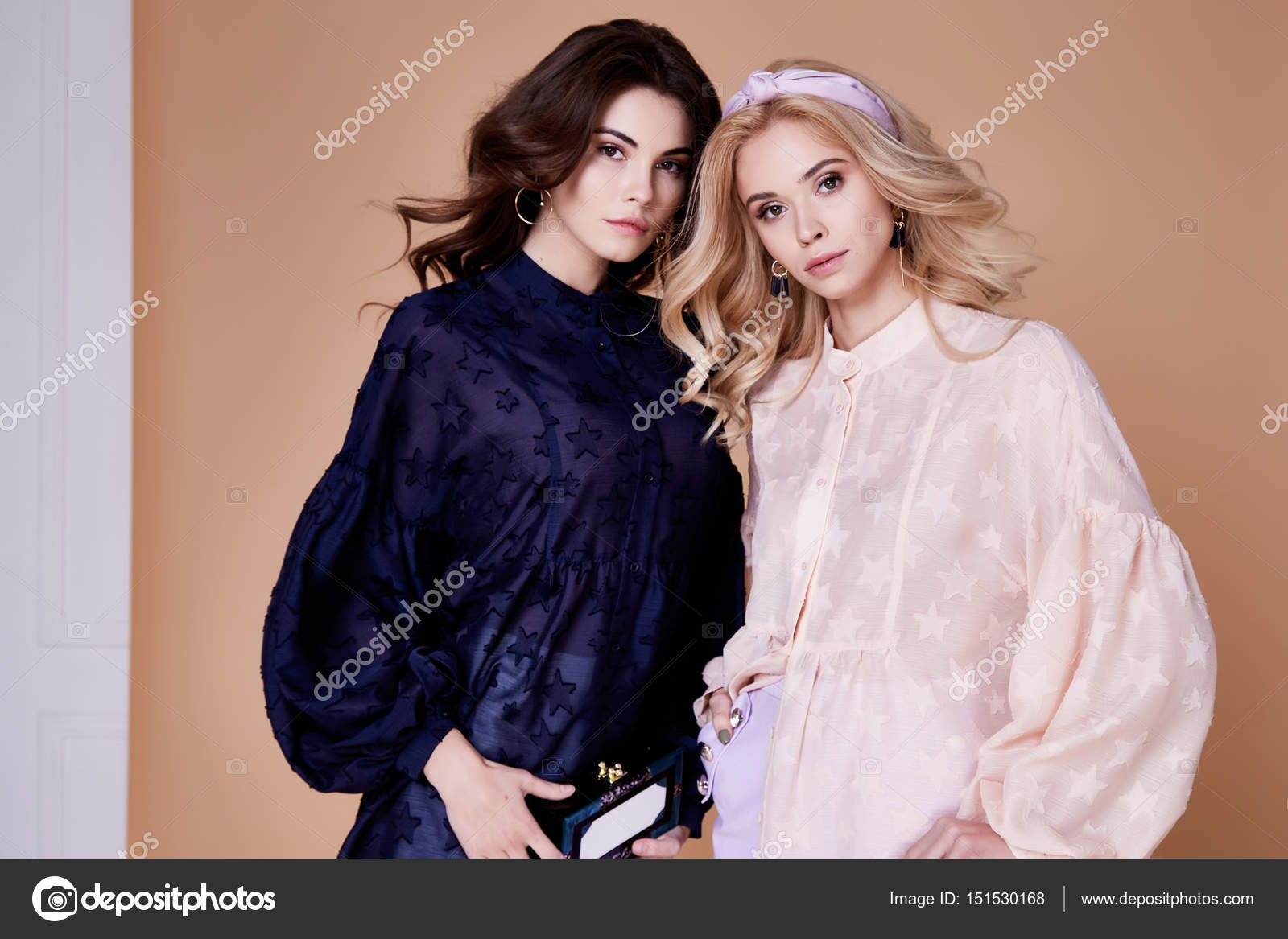 Две секси блондинок