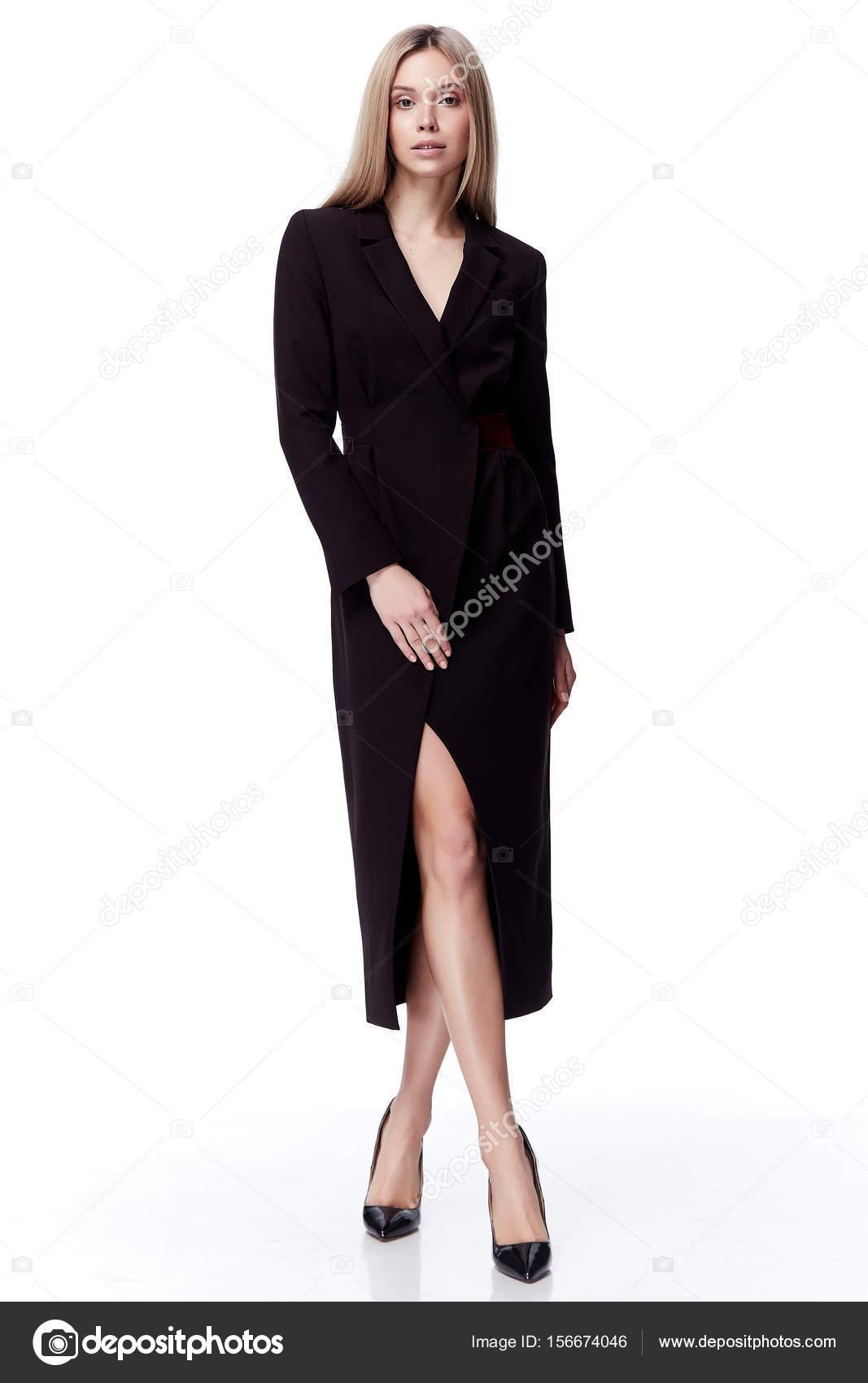 Sexy hübsche Mode Modell blondes Haar Frau tragen schwarzes langes ...