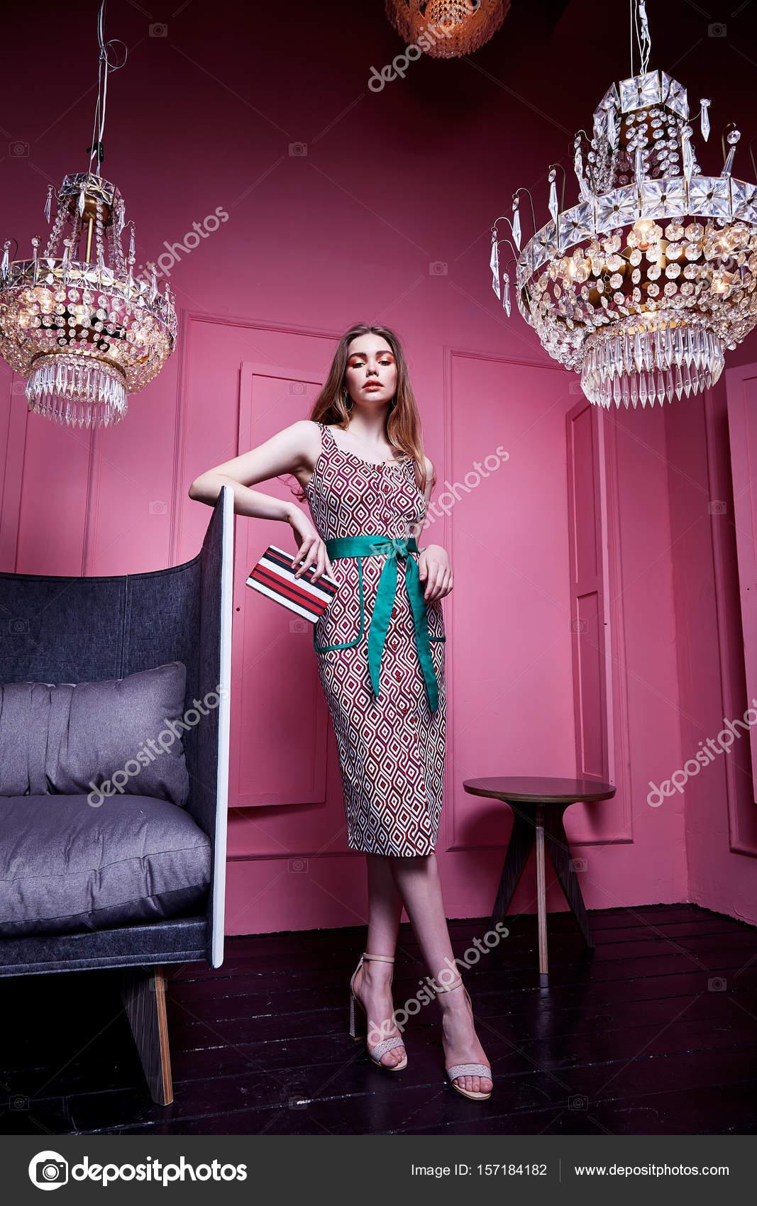 Llevar ropa de señora sexy para encuentro casual de oficina estilo ...