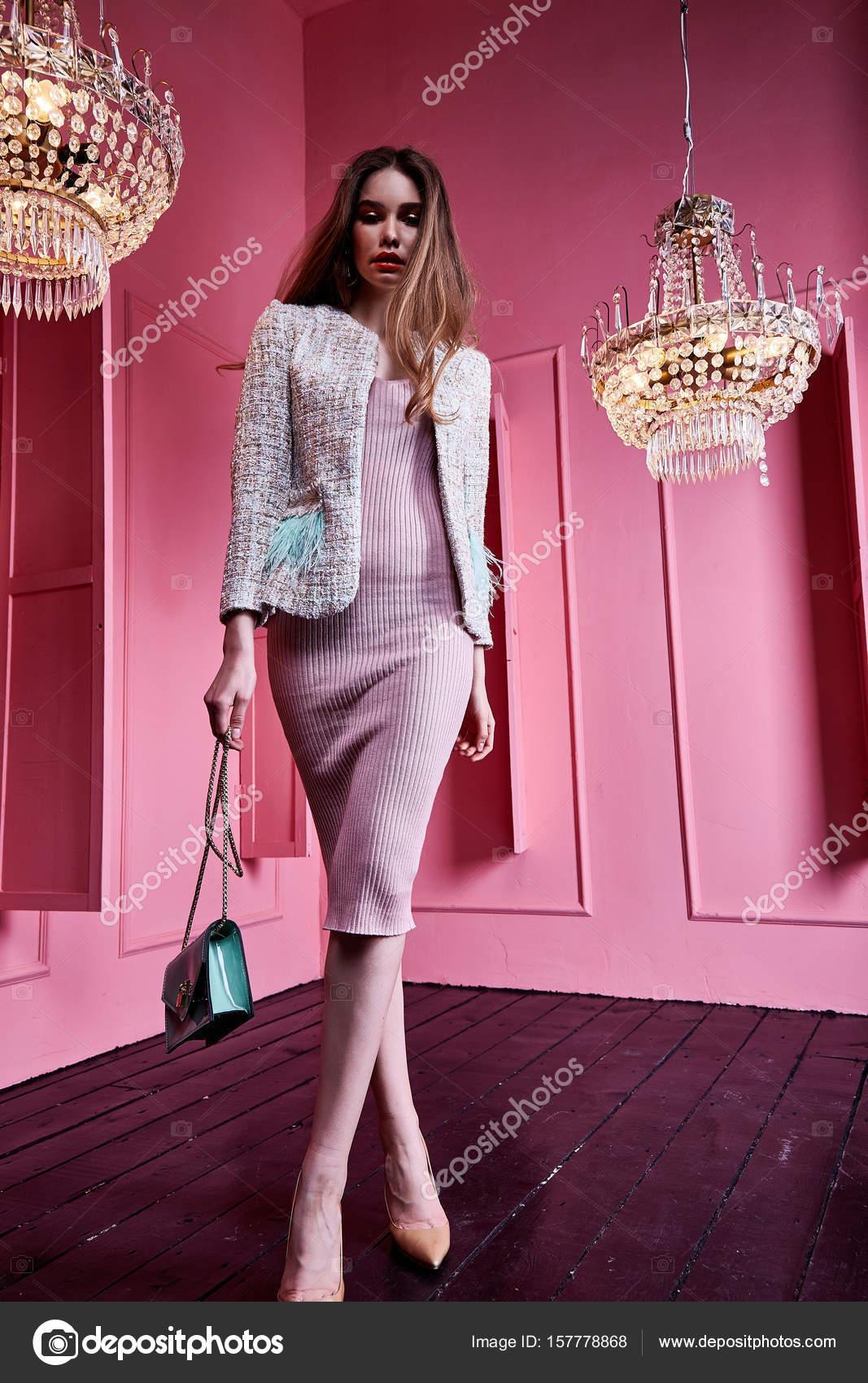 Hermosa sexy cara bonita cabello rubio negocios mujer moda mod ...