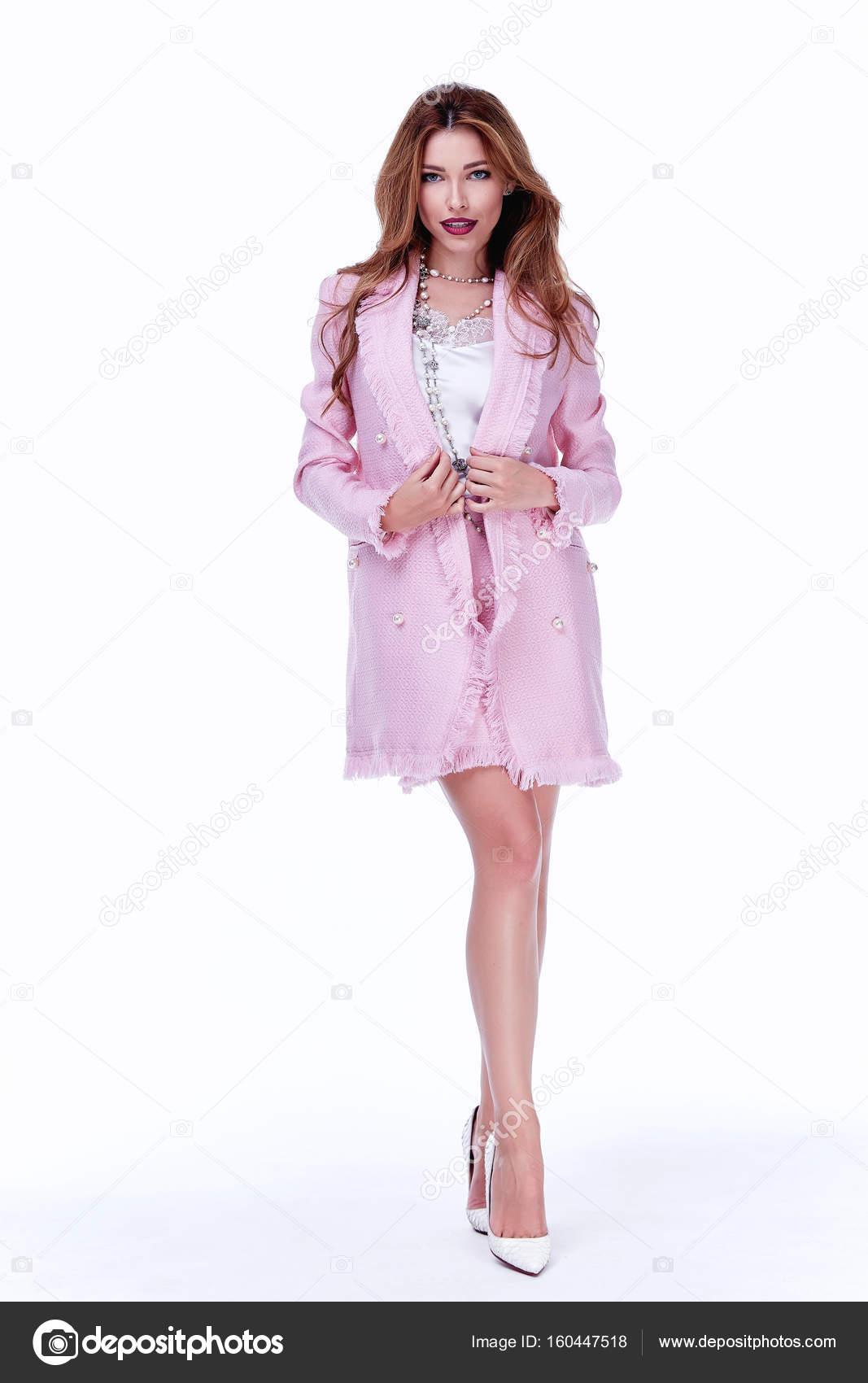Beauty Woman Modell tragen stilvolles Design Trend Kleidung Seide ...