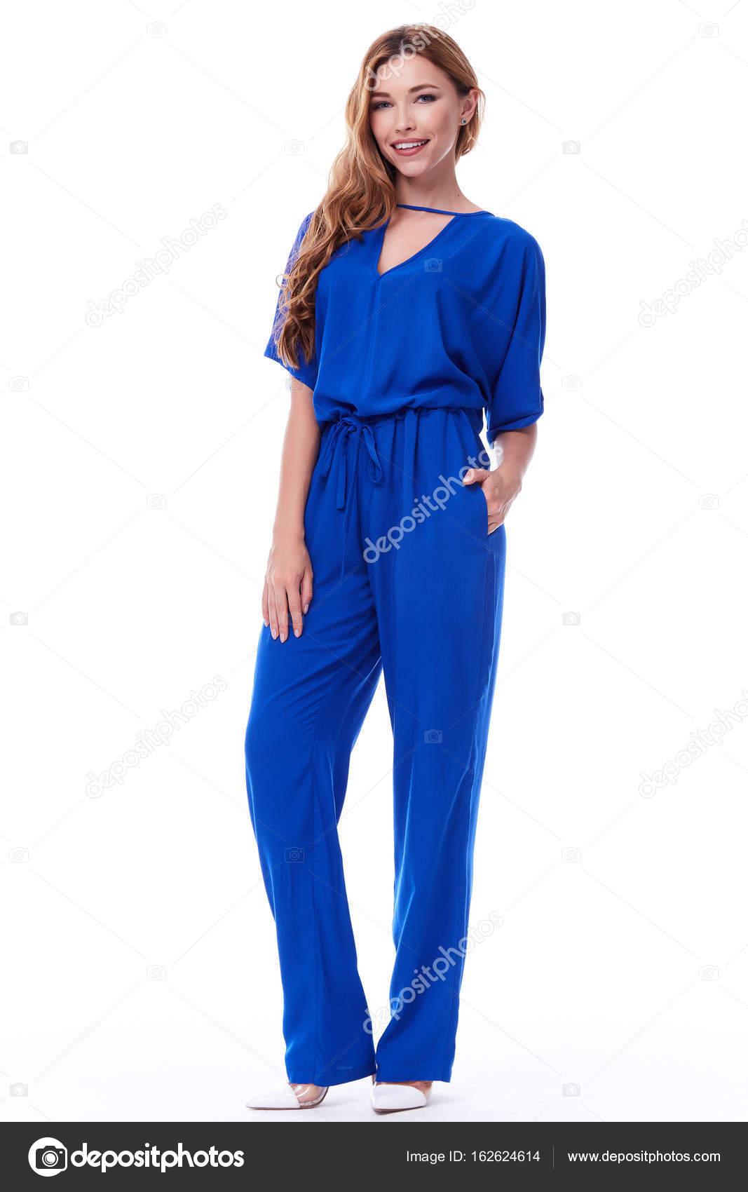 da7d24f28d Glamour divat stílus katalógus alkalmi ruhák-üzleti találkozó időpontja  járni fél szexi gyönyörű nő barna haj természetes alkotó kopás világos kék  selyem ...