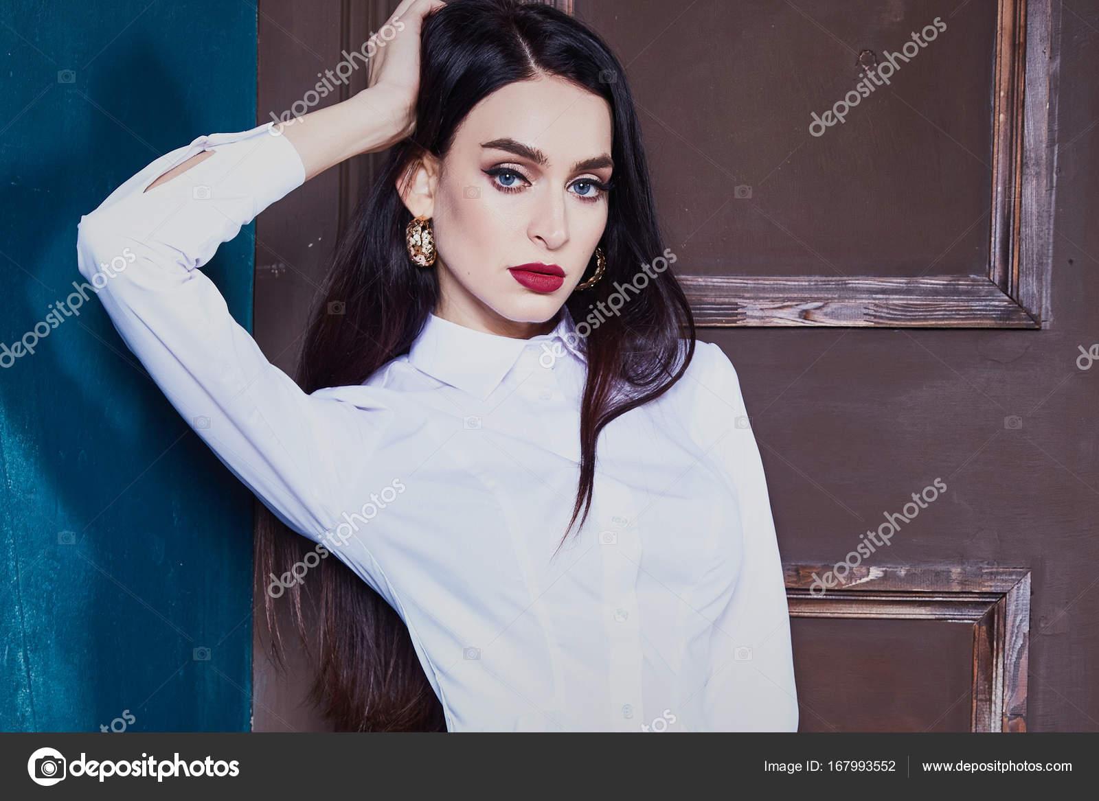 Сексуальный портрет женщины элегантного возраста