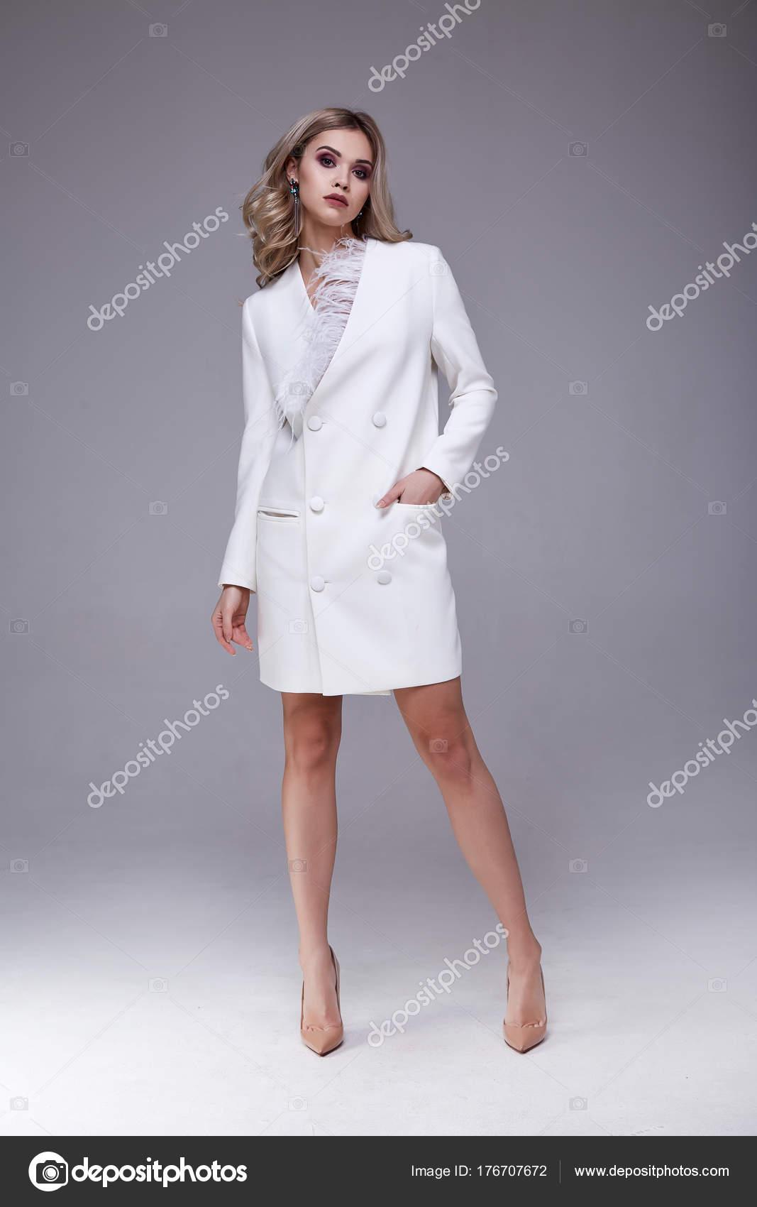 Sexy ziemlich schöne Frau Mode Stil Kleidung Modell perfekt ...