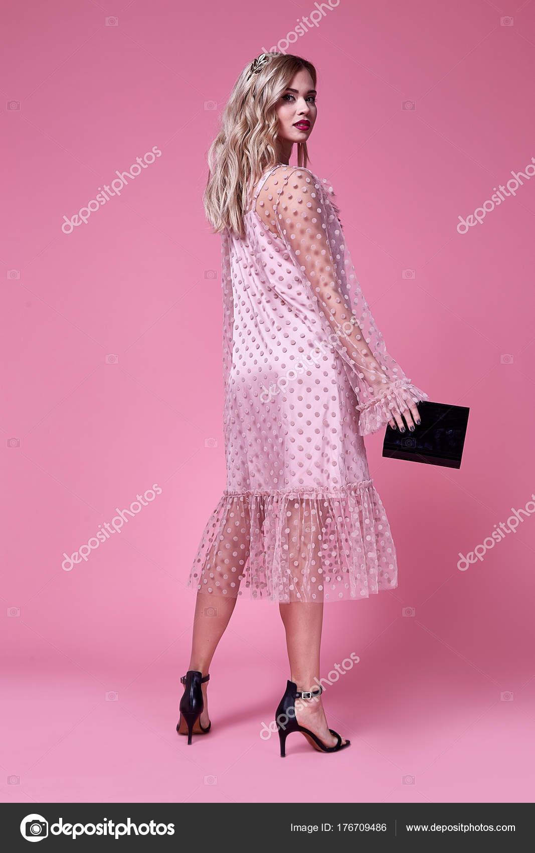 Mujer sexy vestido rosa seda diseñador de moda de ropa bella dama ...