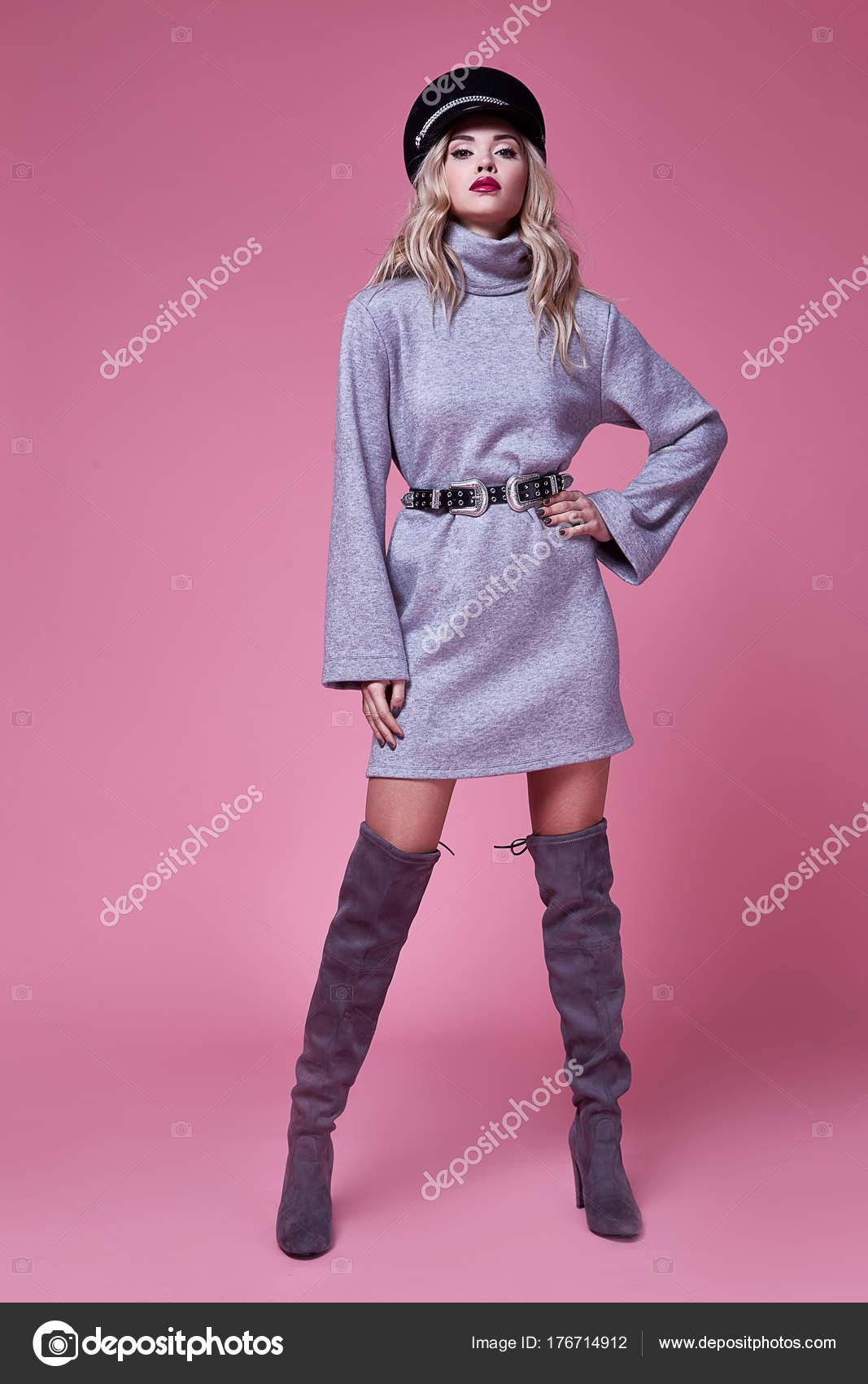 Mujer hermosa dama sexy ropa moda empresaria traje vestido — Foto de ...
