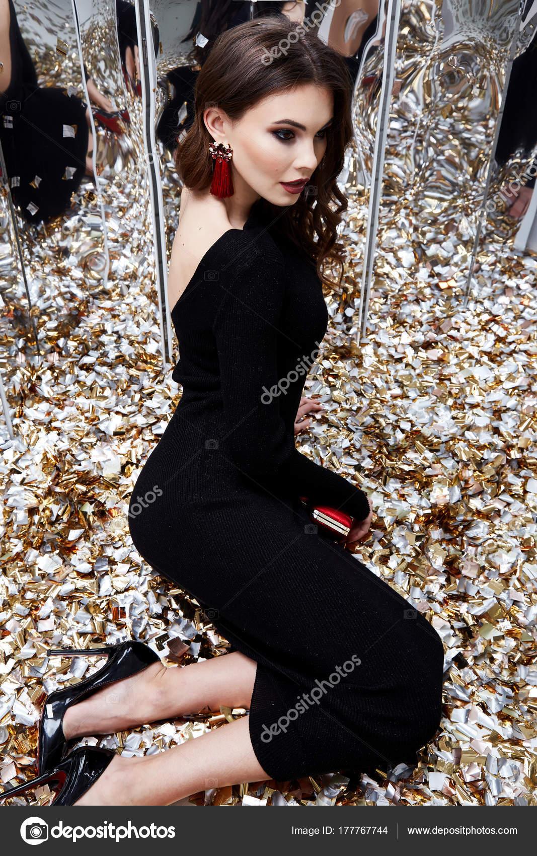Schöne sexy Frau brünette Haare Abend Make-up ziemlich stehen wir ...