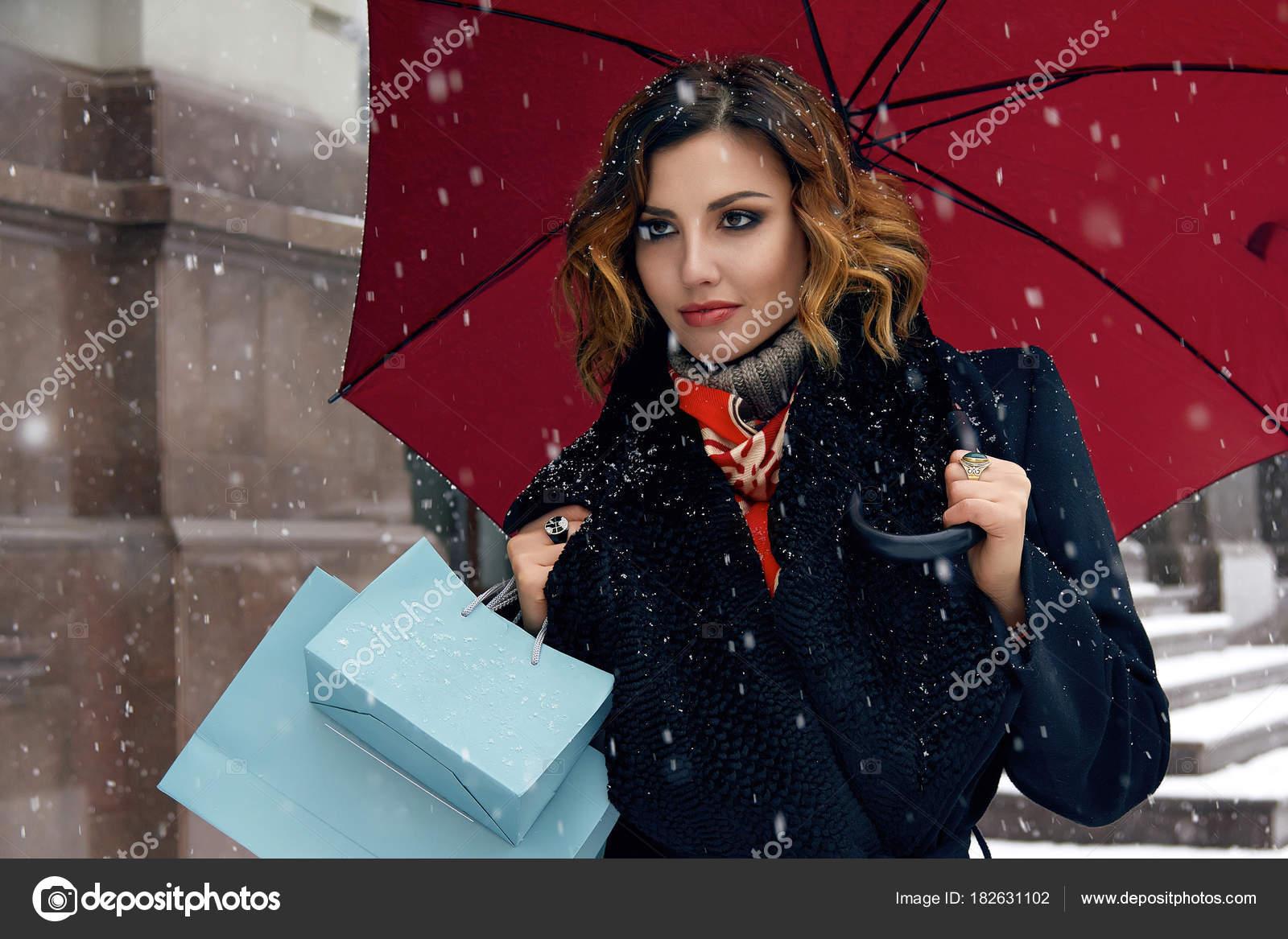 f35f79aab Beautiful woman snow street buy presents Christmas New Year — Stock ...