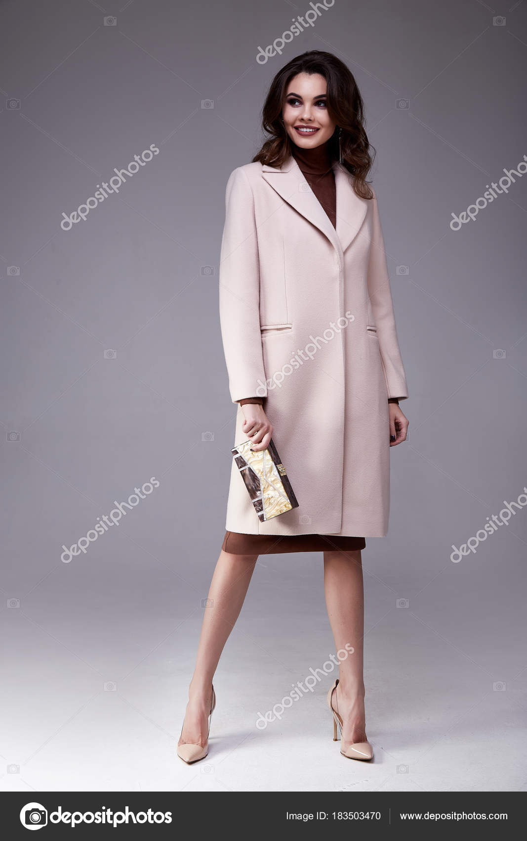 5f94ea970 Hermosa mujer sexy ropa para el estilo de oficina empresaria — Foto de Stock