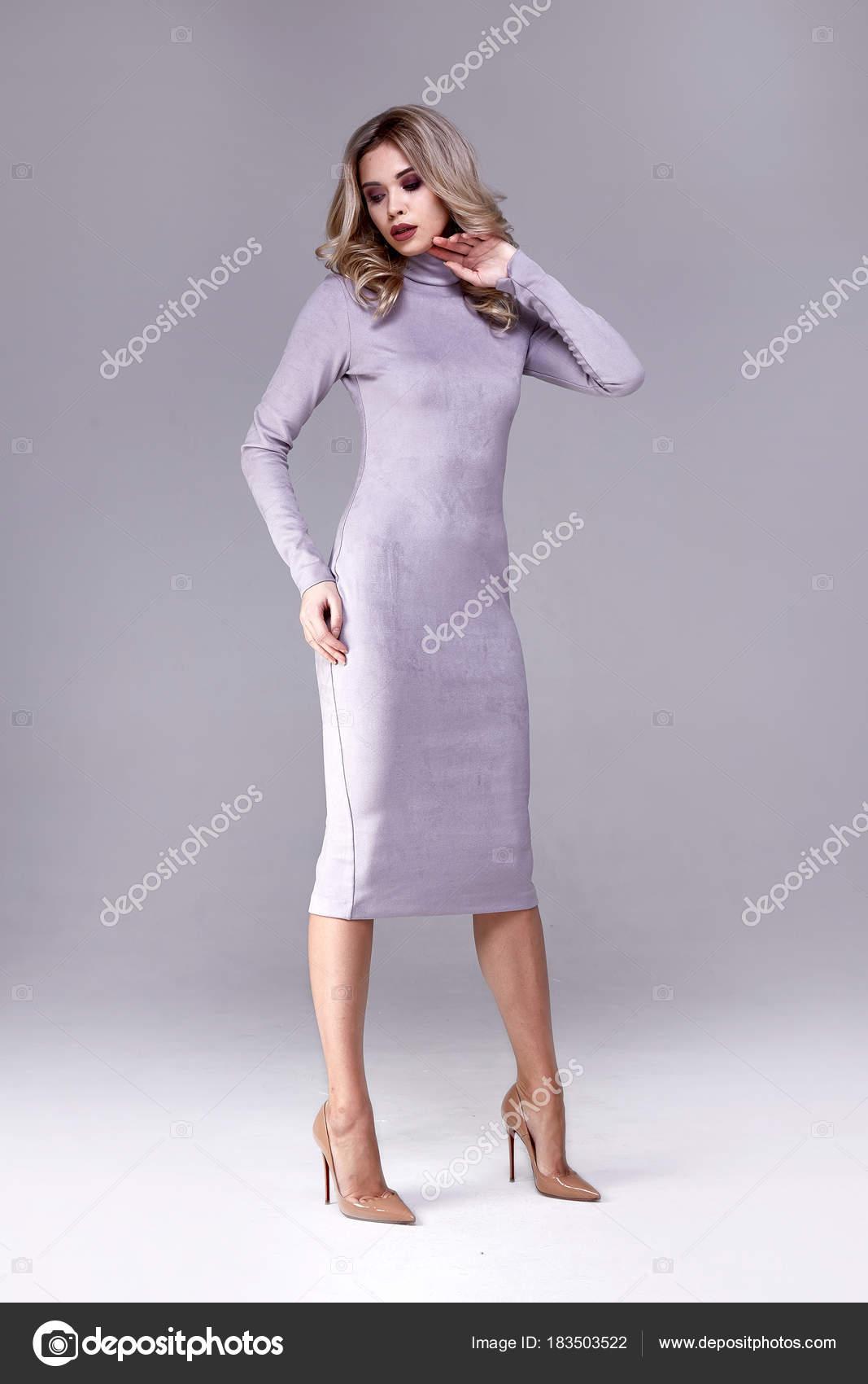 Beauty Woman Modell tragen stilvolles Design Trend Kleidung rosa ...