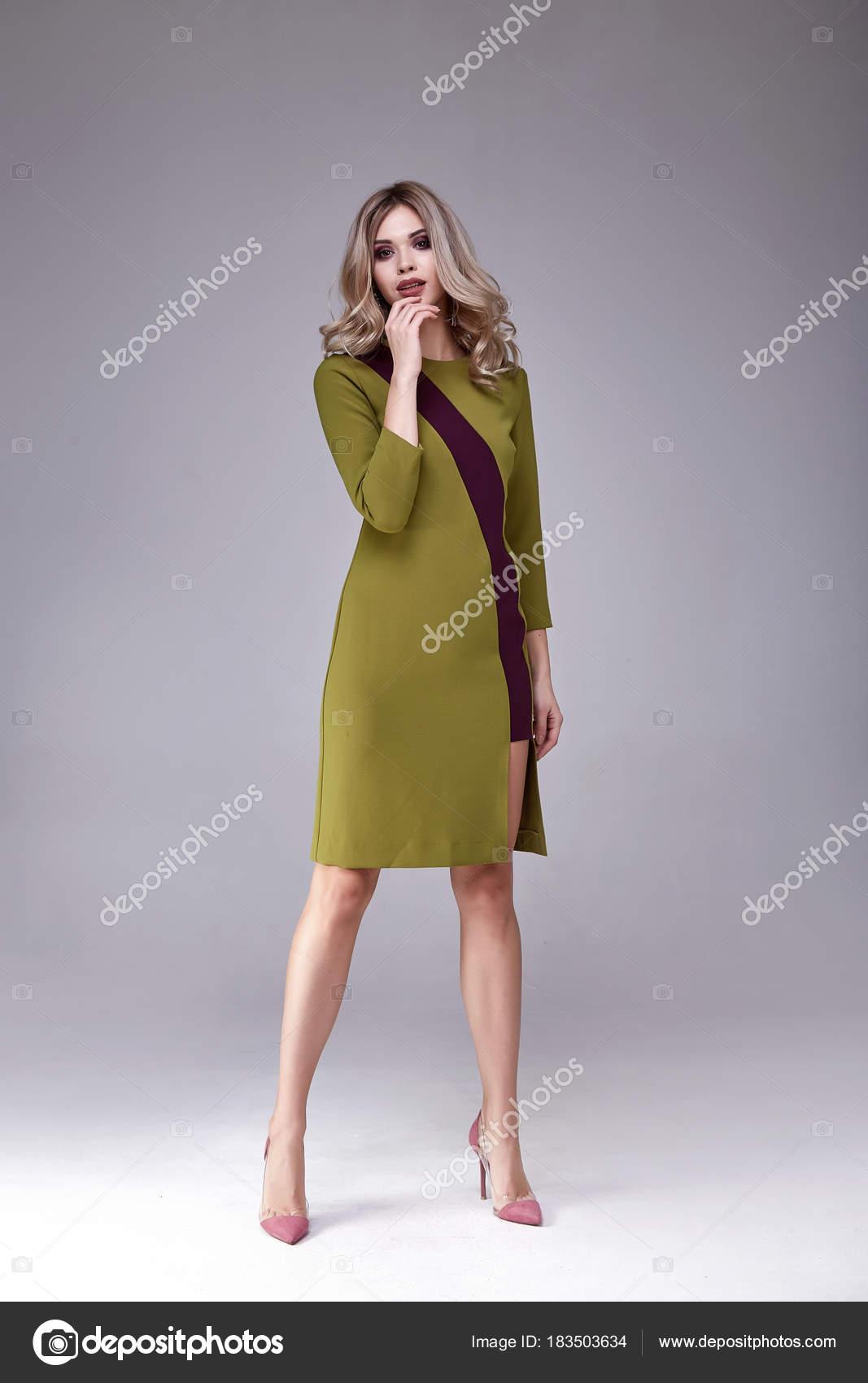 Moda Mujer Cuerpo Perfecto Rubia Forma Peinar Vestir Seda