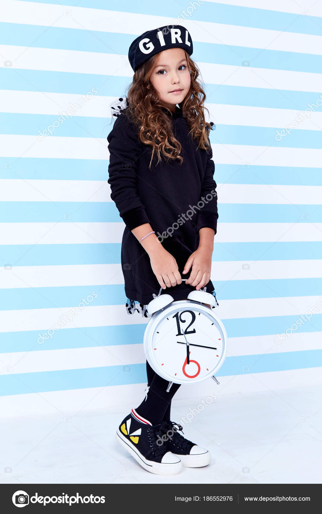 Escuela pequeño bebé niña vestido de colegiala pupila boina calcetines  sombrero divertido smile estudios de juguete de pelo rizado aprendizaje  infancia de ... bf6dfdcd73f