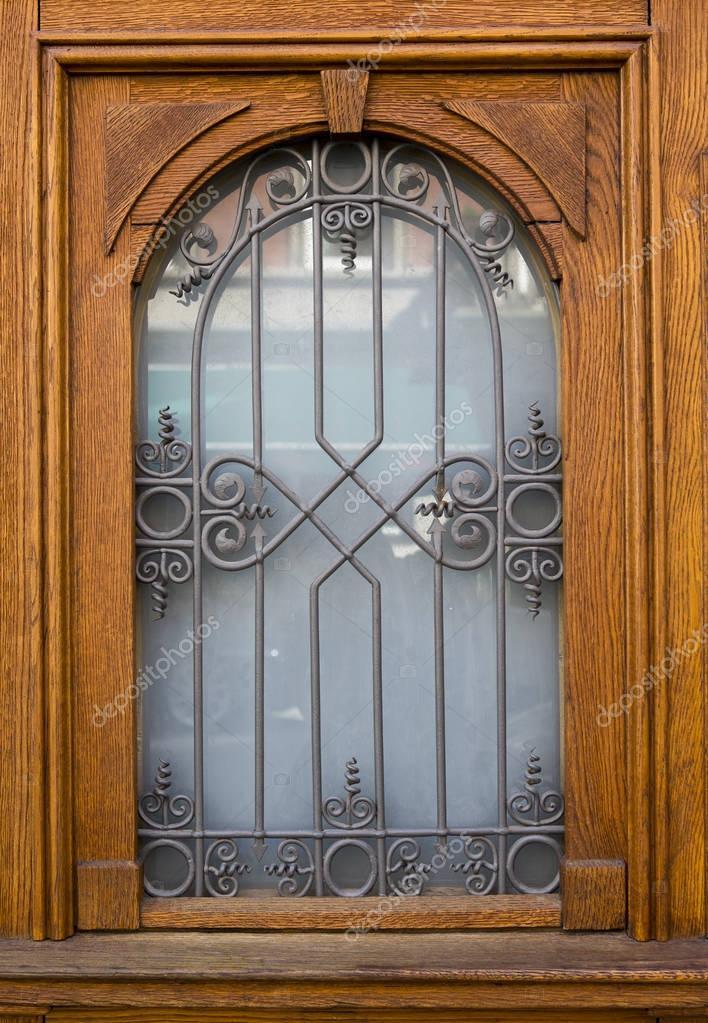 Vieja puerta de madera con hermosa herrer a fotos de for Puertas de madera con herreria