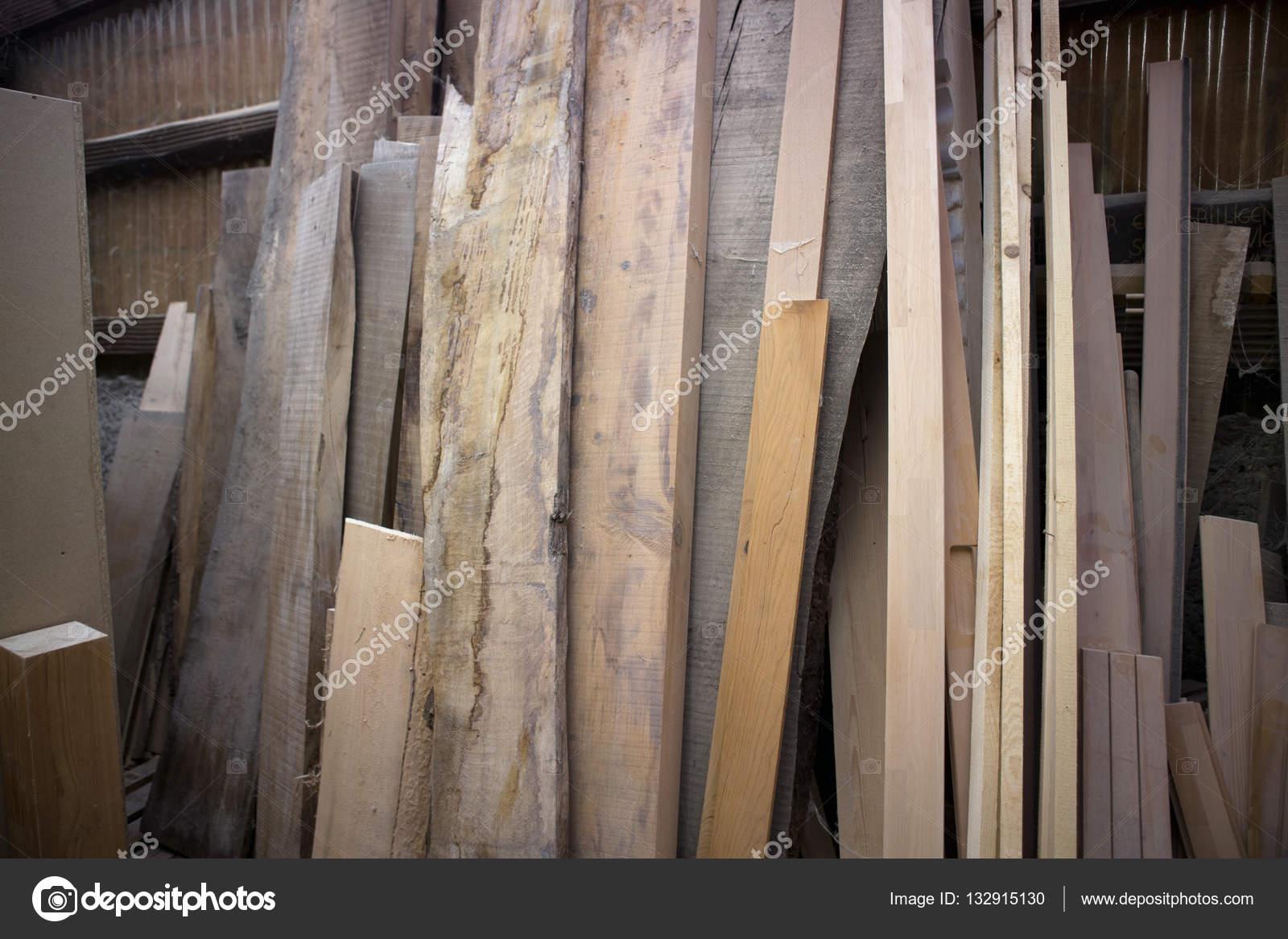 Houten Planken Tegen De Muur.Houten Planken Leunend Tegen Een Muur Stockfoto C Wernerimages