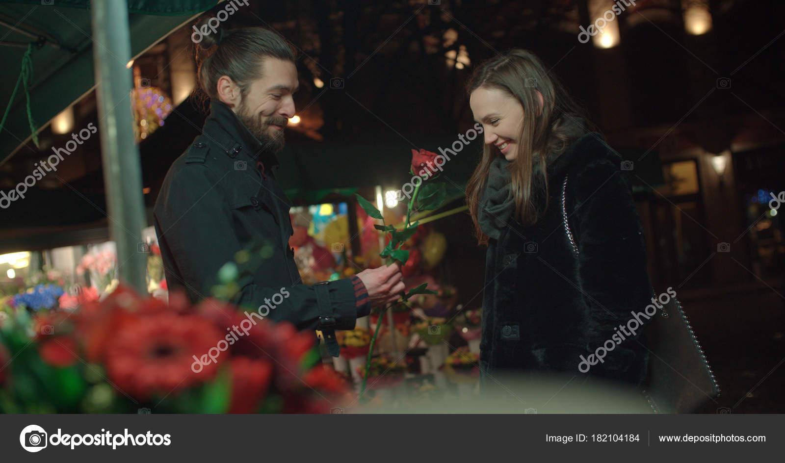 Dating Night song te downloaden Dating server minecraft PE 0.14.0