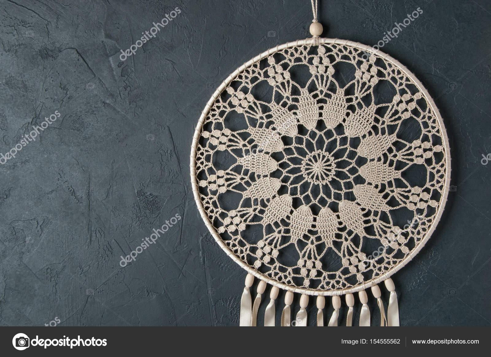 Beige häkeln Deckchen Traumfänger — Stockfoto © voisine #154555562