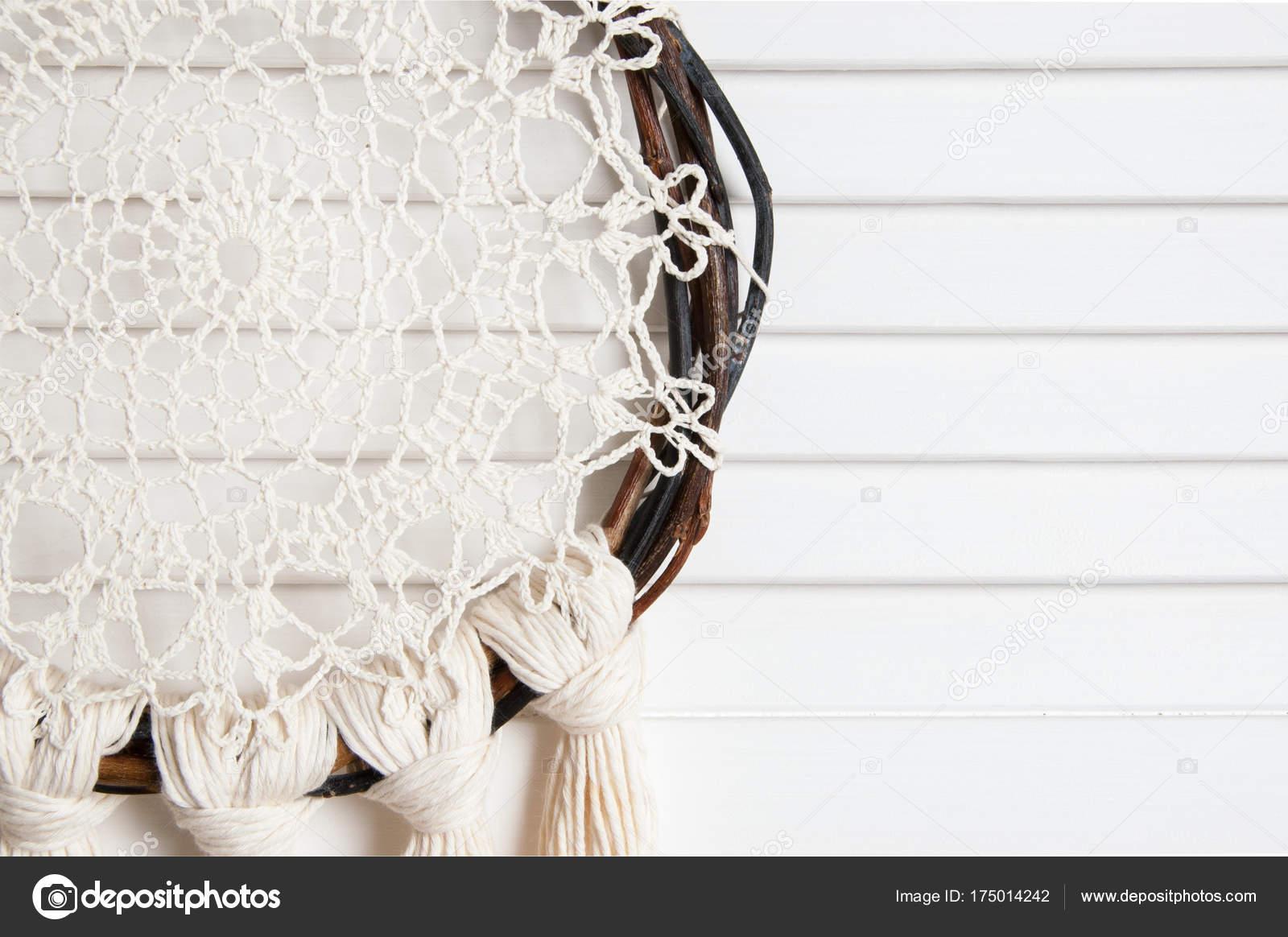 Crema atrapasueños tapetito de ganchillo — Foto de stock © voisine ...