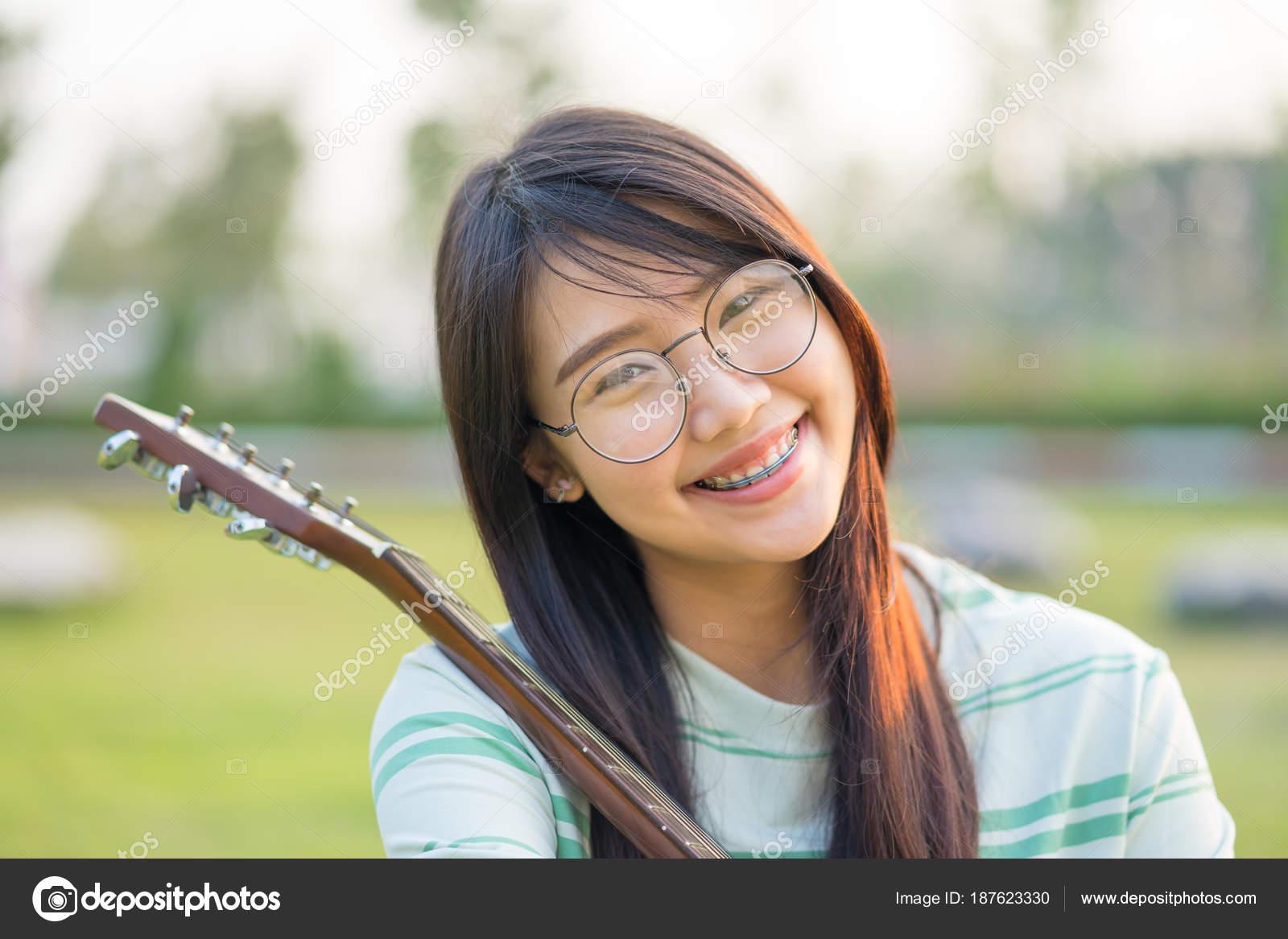 Asian teen girl pic