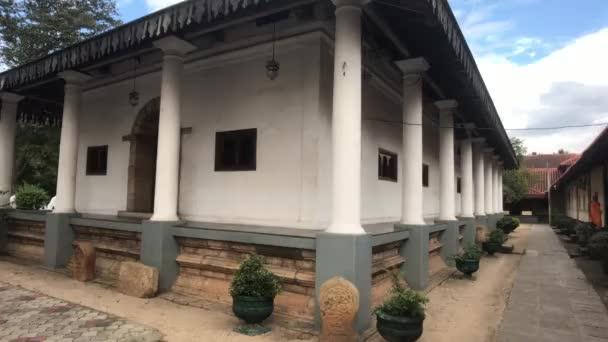 Kandy, Srí Lanka, rohová stavba na chrámovém pozemku