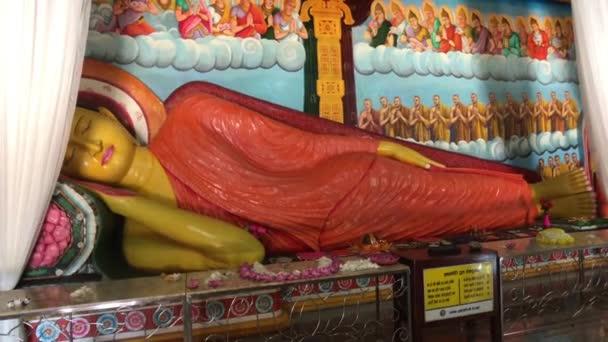 Anuradhapura, Srí Lanka, Buddha szobor a házban